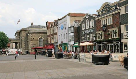 Ox_Row,_Market_Place,_Salisbury_-_geograph.org.uk_-_185492